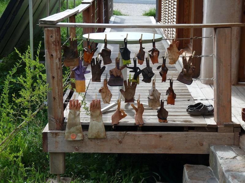 Enduits terre-paille : les gants sèchent